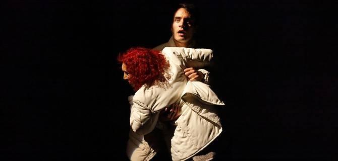 L'acrobata. Il passato che ritorna. Teatro Elfo Milano.