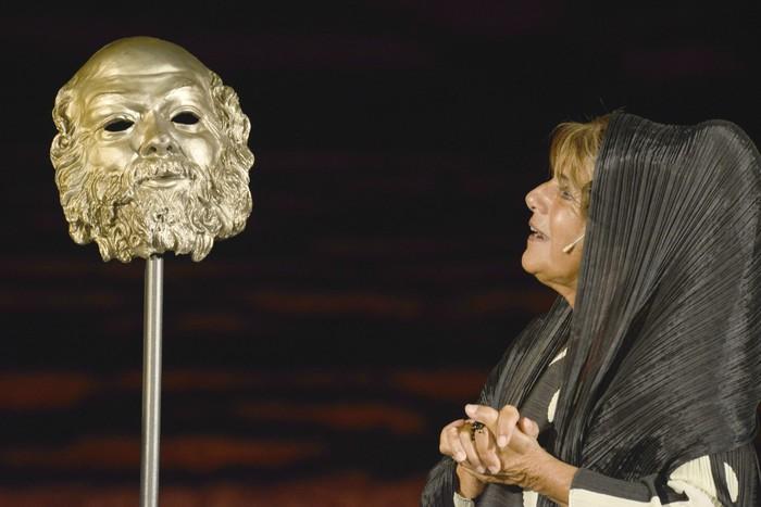 La vedova Socrate. Lella Costa al TAU. Marche.