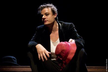 Tavola tavola, chiodo chiodo… Eduardo. Piccolo Teatro Grassi.